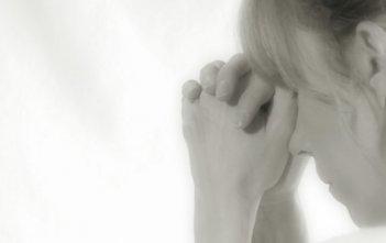 woman praying prayer